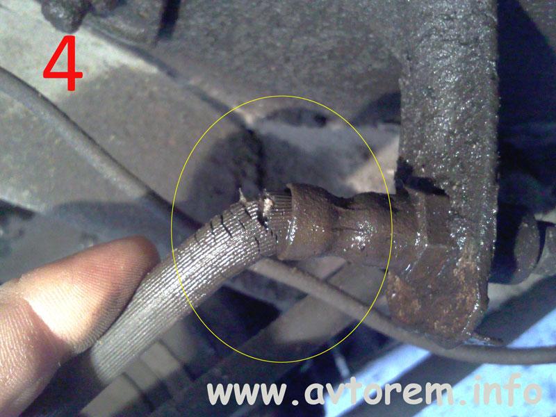 Не исправный тормозной шланг на автомобиле ВАЗ
