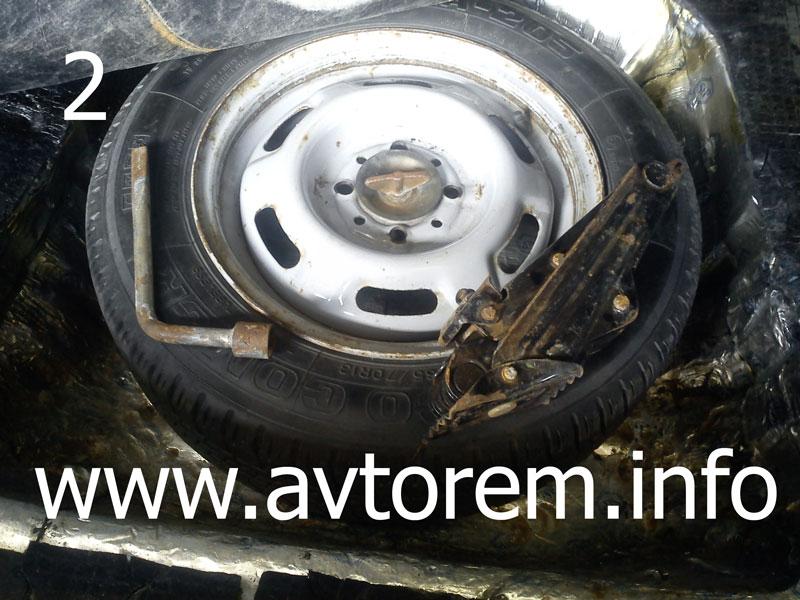 Где находится запасное колесо в Ваз-21099
